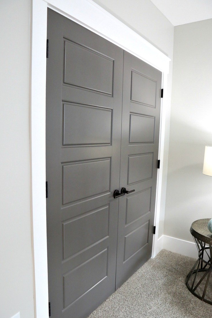 Interior-doors-painted-with-Kwal-paint-in-the-color-Brainchild.