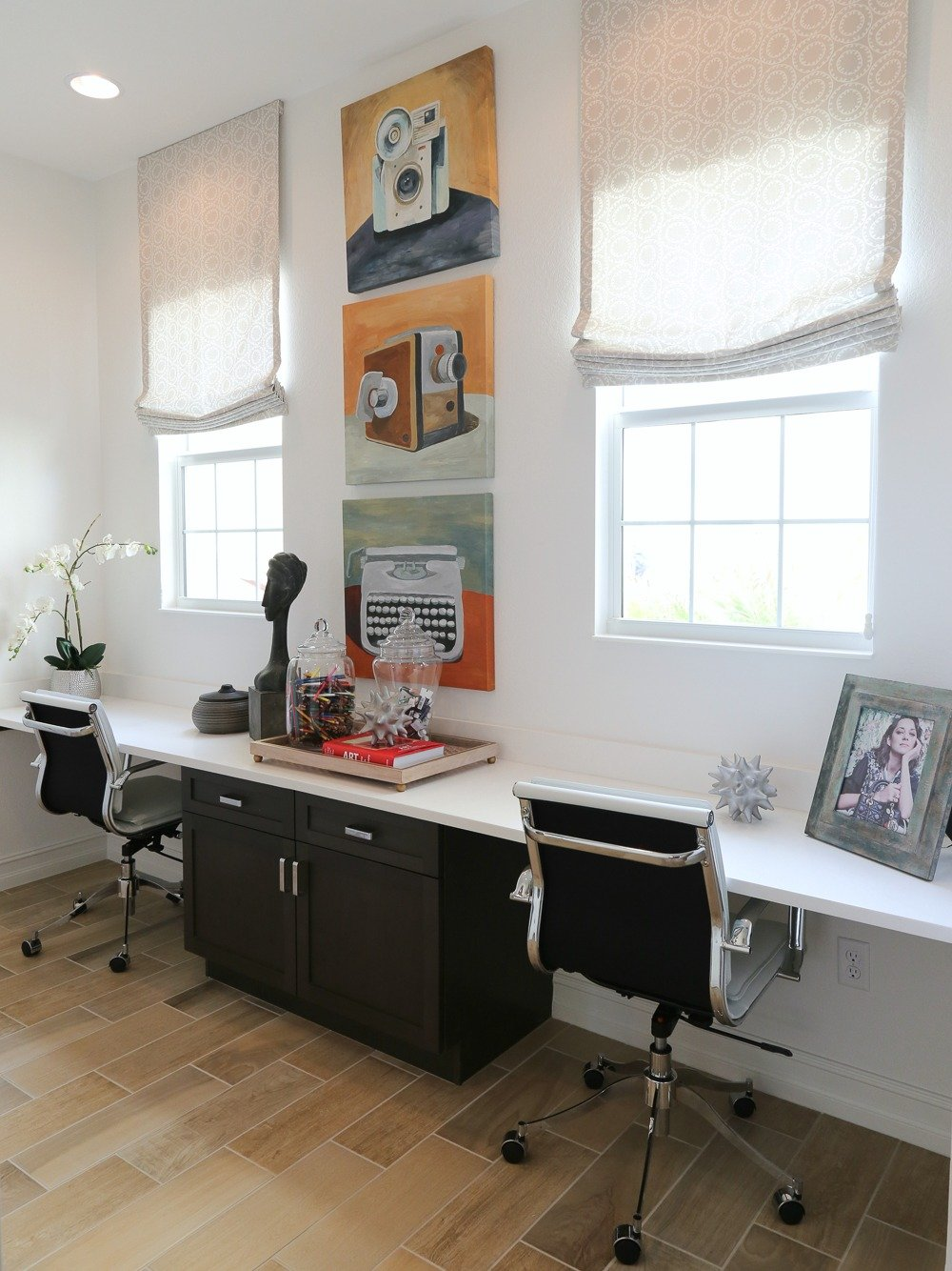 Double desk area in hallway.