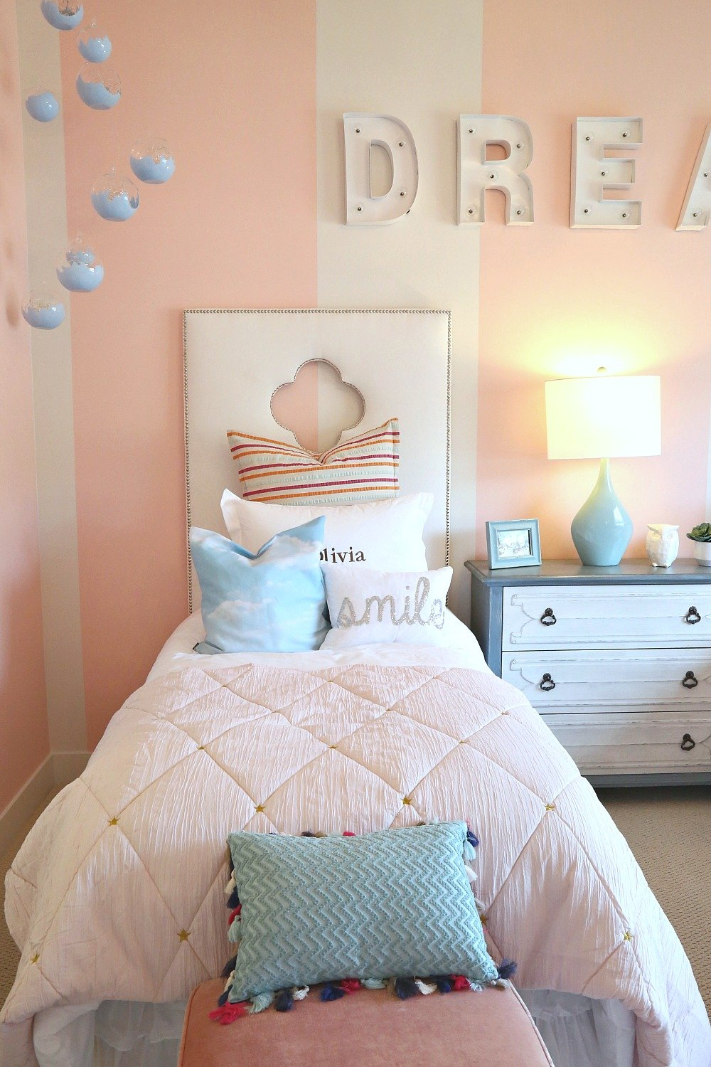 Girls twin pink bedroom with twin bed