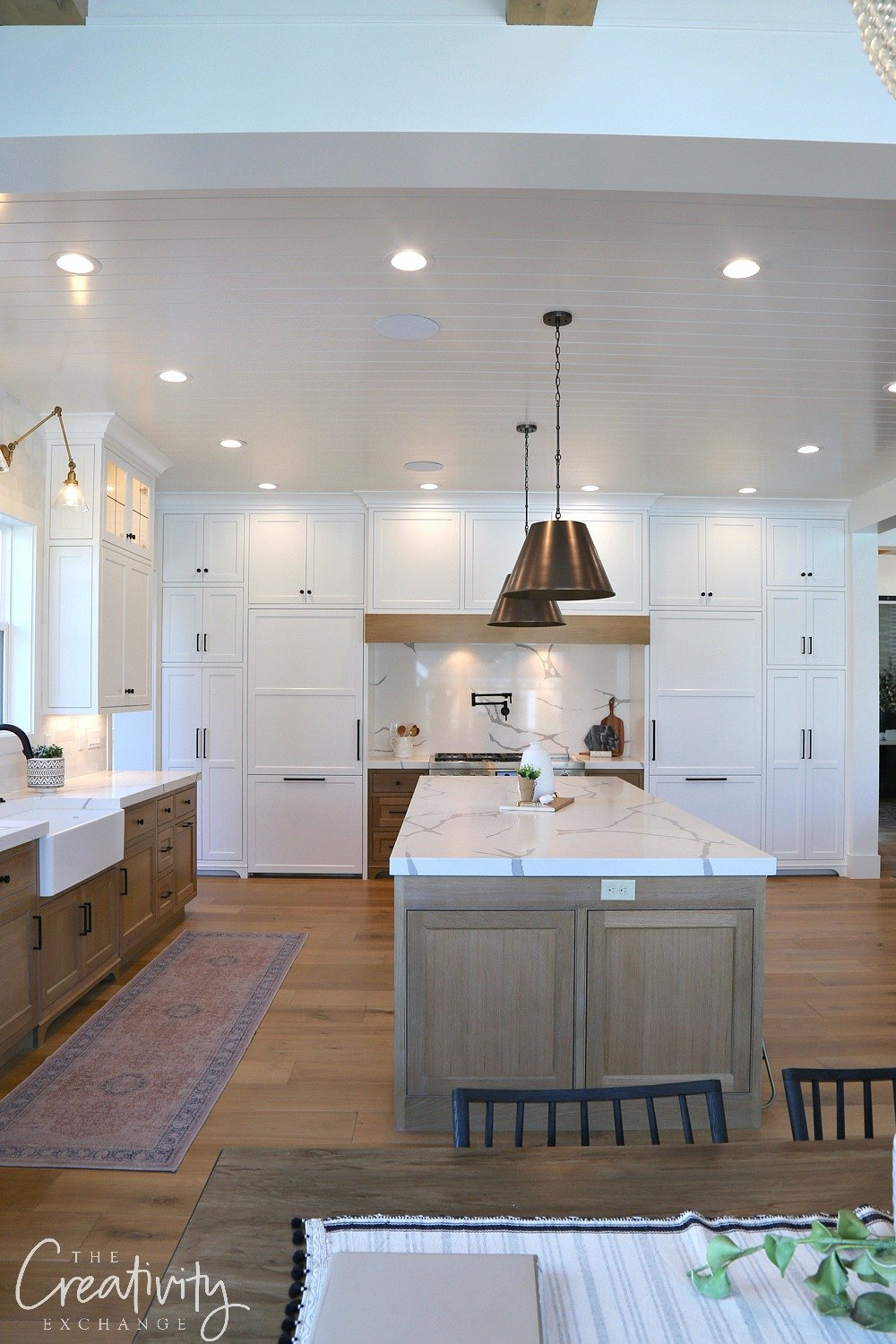Modern Farmhouse Kitchen with White Cabinets