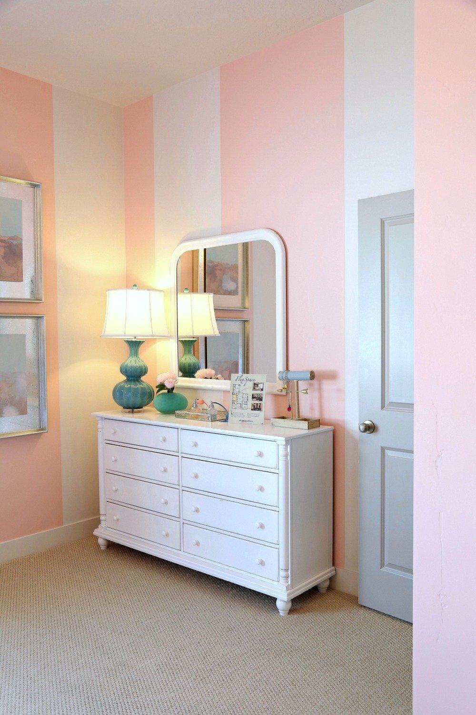 Painted strip walls in kids bedroom