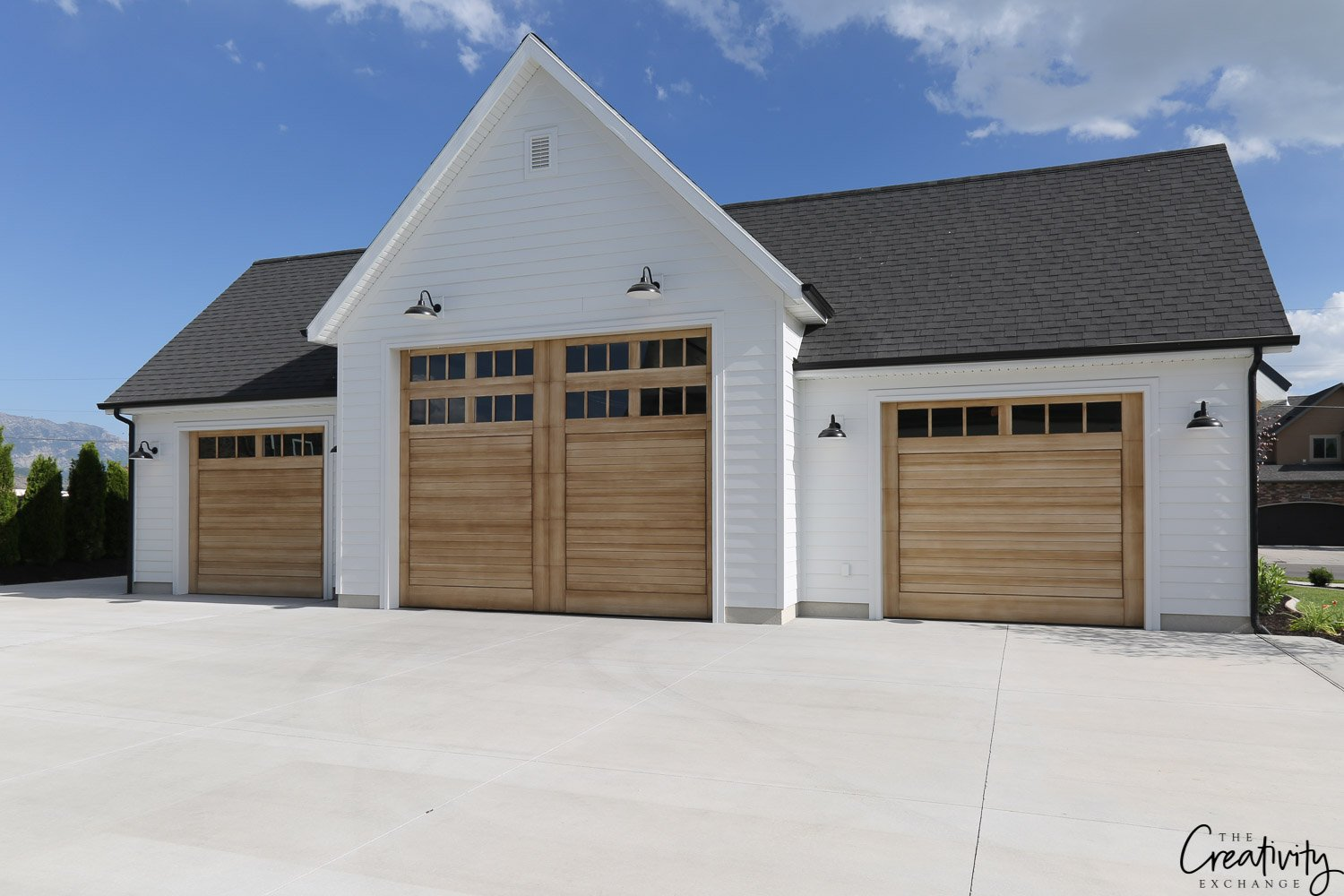 Modern farmhouse 3 car garage. Millhaven Homes