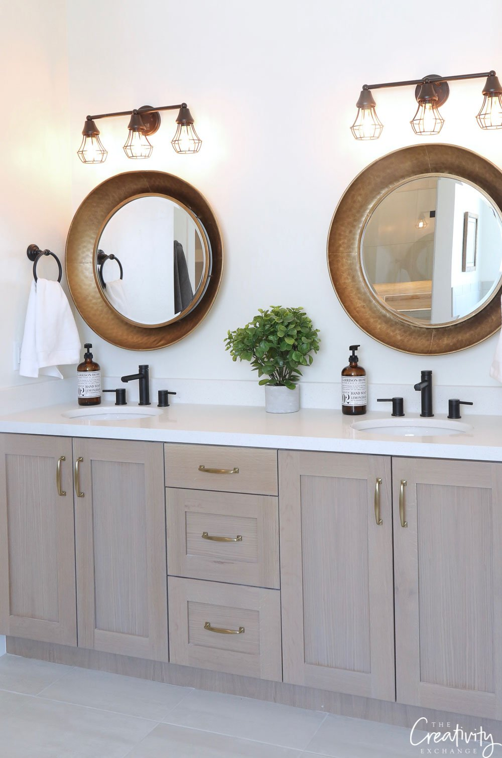 modern farmhouse bathroom