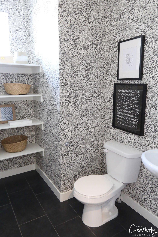Modern wallpaper in the bathroom