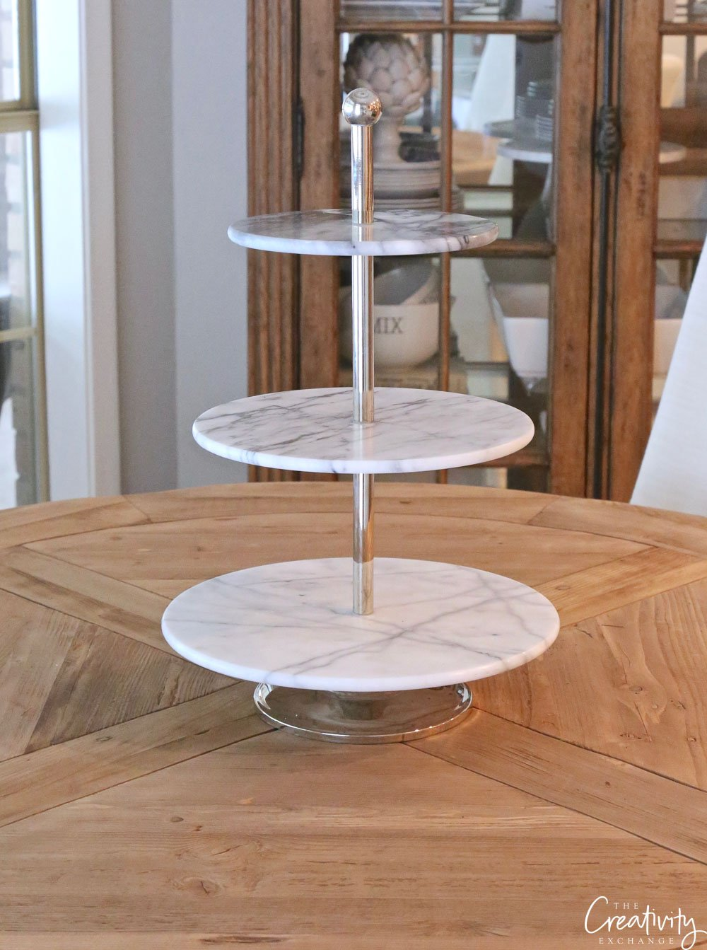 Using tiered stands for decorating