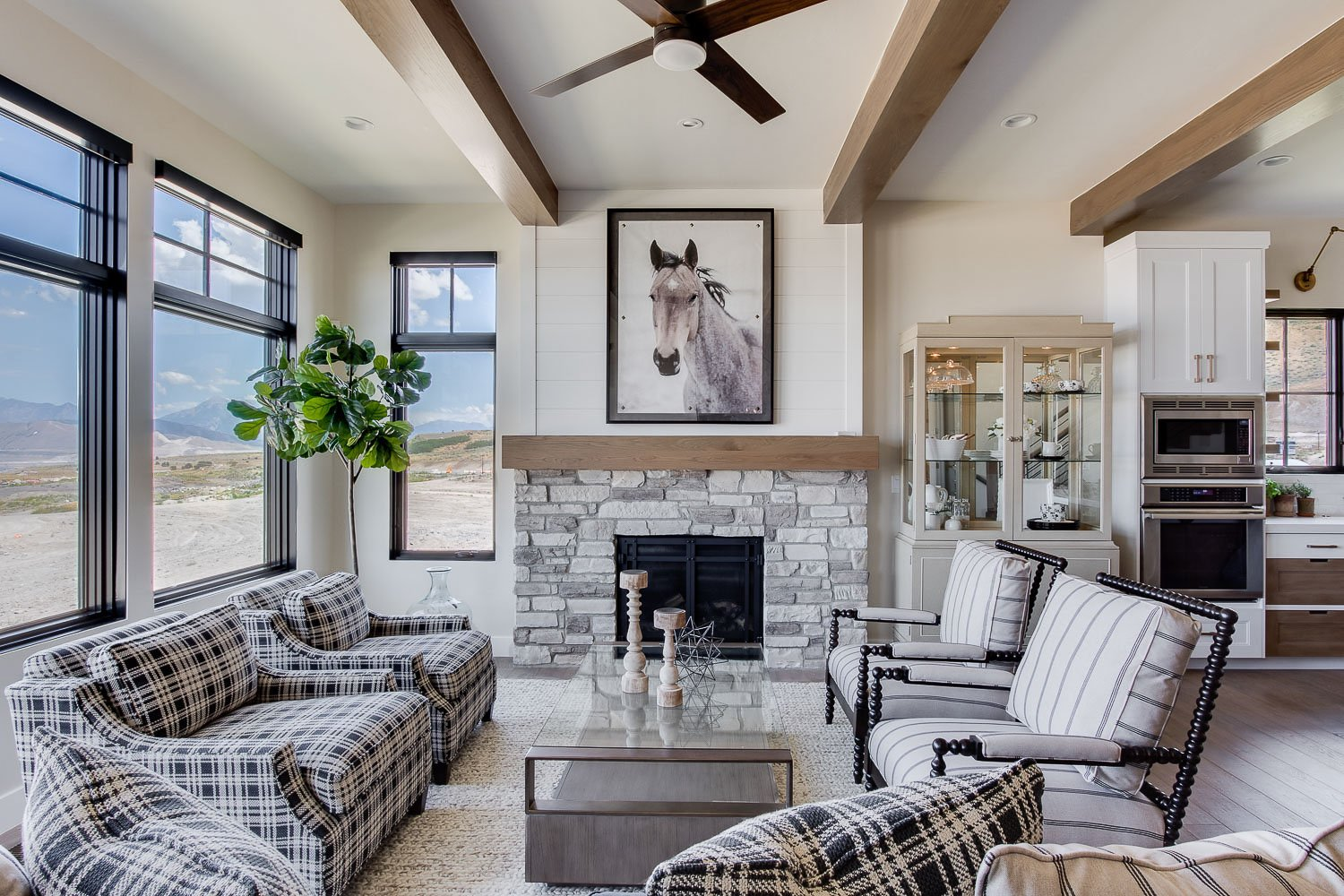 Modern farmhouse Living Room. Simons Design Studio