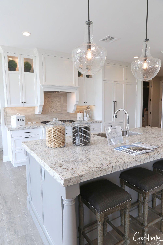 Benjamin Moore Decorator's White Kitchen