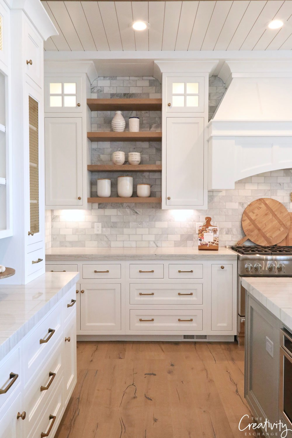Modern Farmhouse Kitchen with White Cabinetry