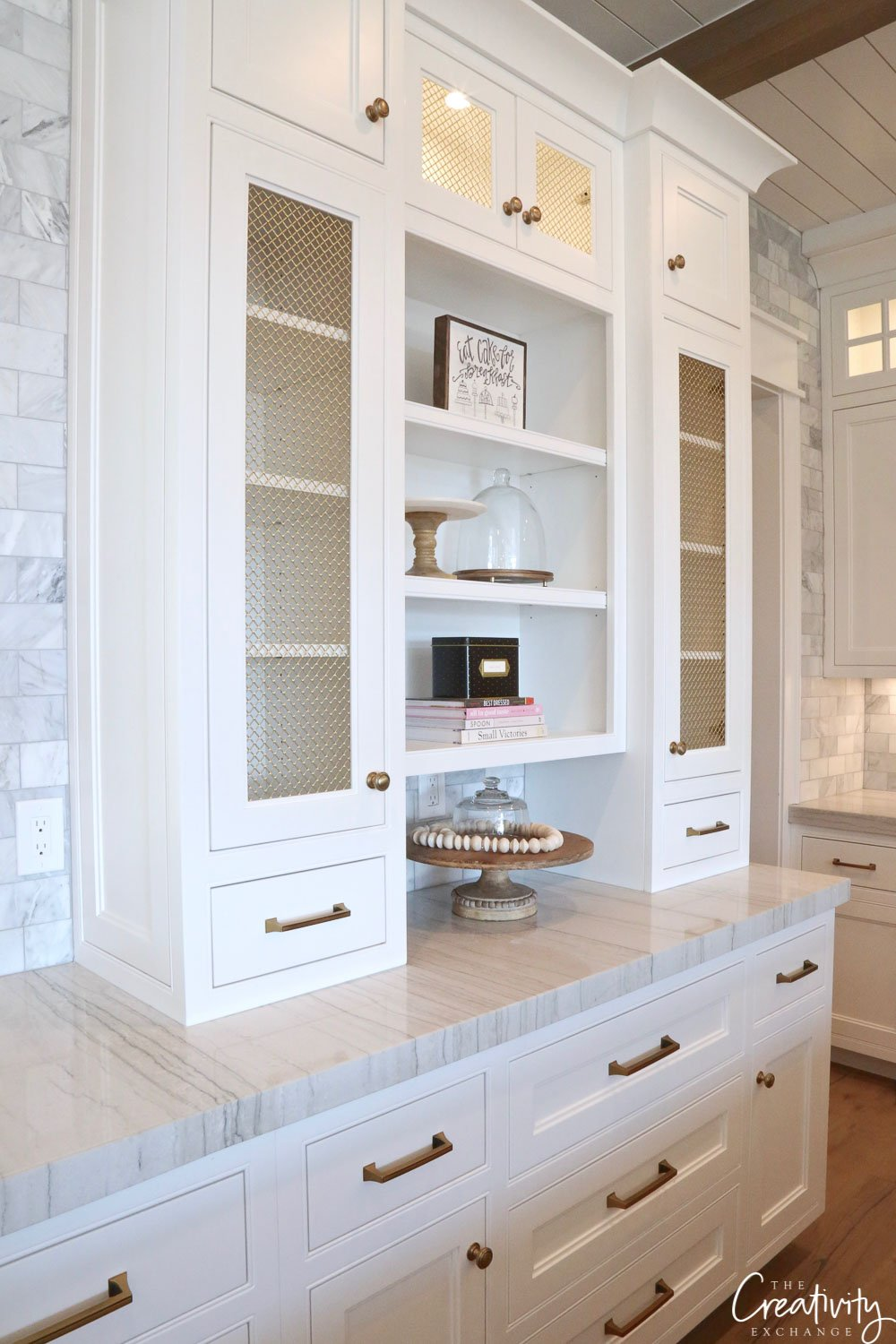 Kitchen storage and shelving for dishware