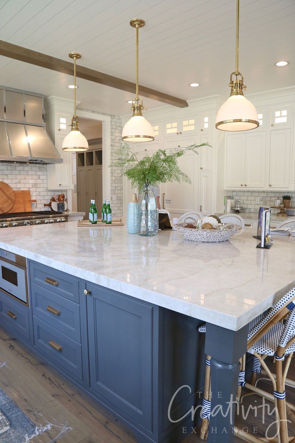 Kitchen island color is Farrow and Ball Downpipe