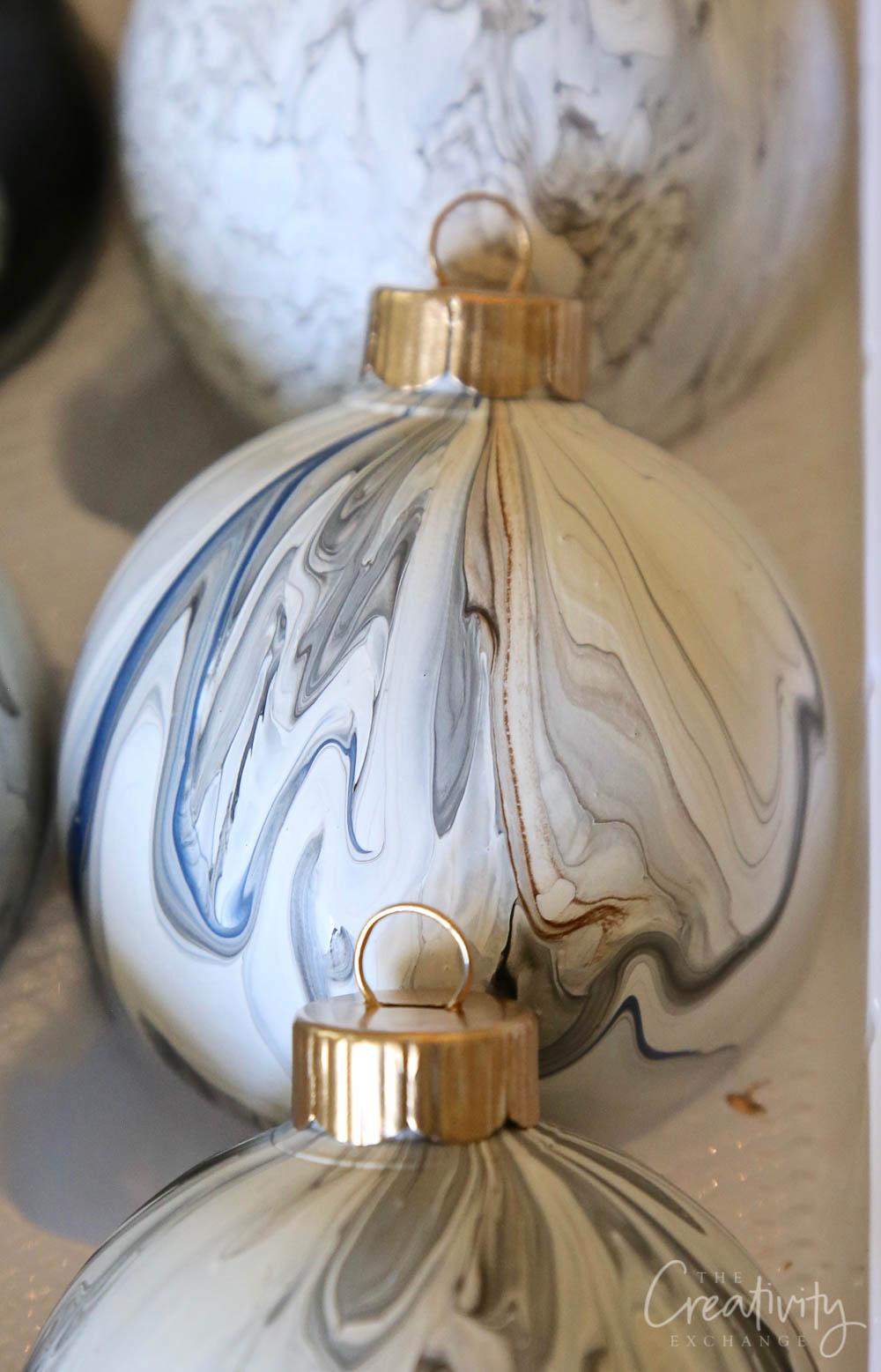 Marble Paint Pour Christmas Ornament DIY
