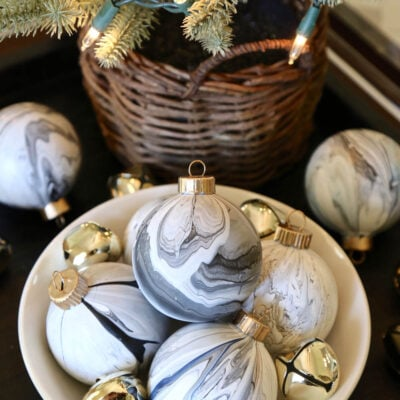 Cool Marble Paint Pour Christmas Ornament: DIY