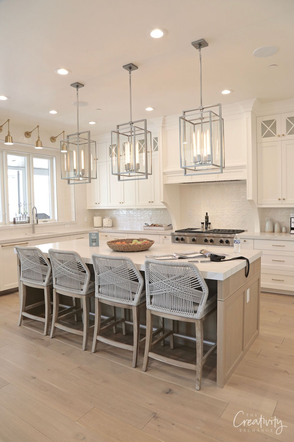 Kitchen cabinets painted with Benjamin Moore White dove